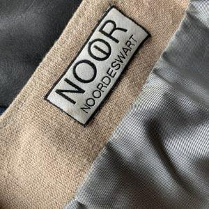 Woven label nobbon round stitch neck gallory