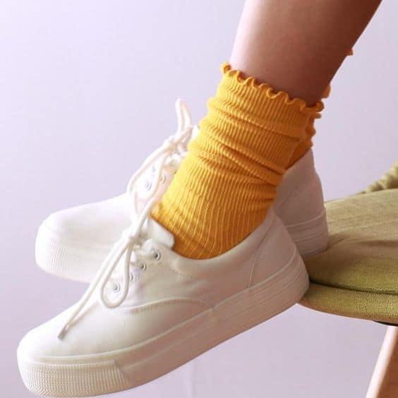 Ruffle crew socks